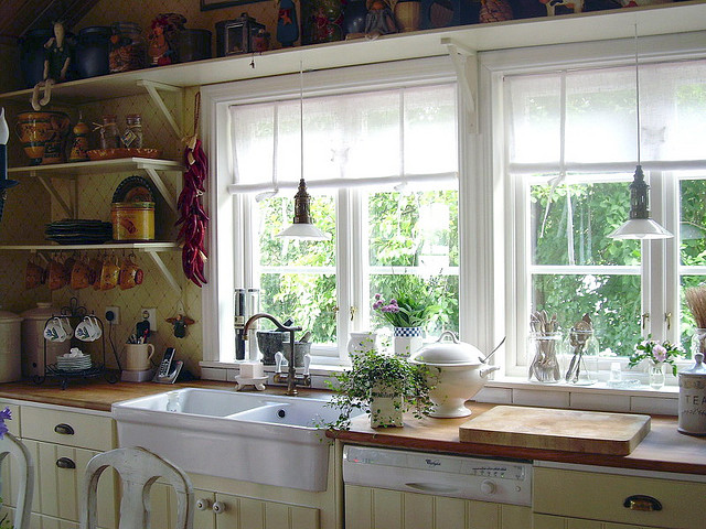 Garden Kitchen Windows That Can Act As Indoor Herb Gardens Make Cooking  With Fresh Herbs Much More Convenient.